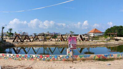 """Awalnya Tempat Pembuangan Sampah disulap Menjadi """"Pantai Biru"""" yang Eksotis"""