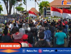 Demo Tolak Pilkades 2025, AMS Sebut Bupati Sampang Arogan